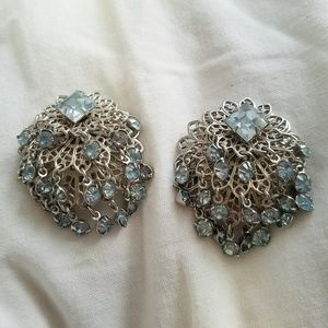 ⛏VINTAGE💋 Sassy Baby Blue & Silver Clip Earrings